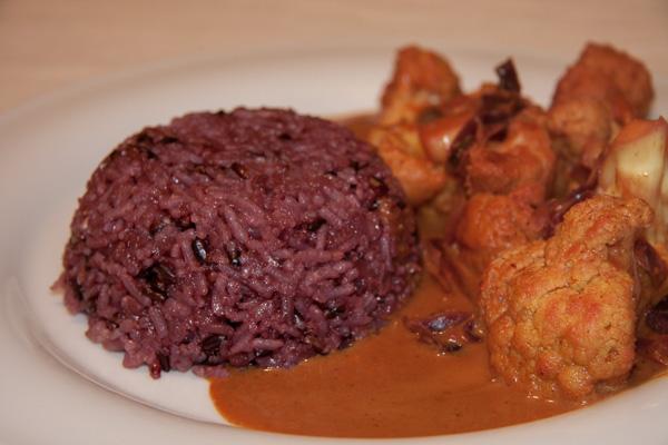 Lila Reis mit Curry